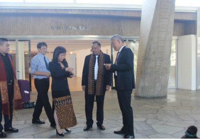 联合国教科文组织副总干事曲星参观黎锦艺术