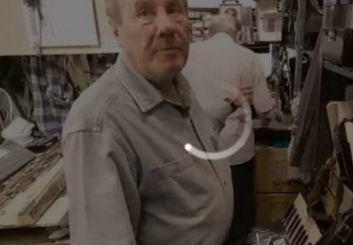 88岁的爷爷和他93岁的助理,经营着纽约最后一家手风琴修理店