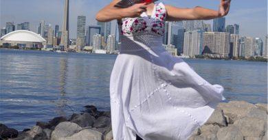 加拿大青年芭蕾舞蹈家爱丽莎•库里(Elyssa Currey)